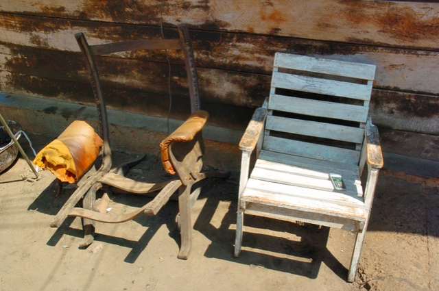 two-old-chairs-1540563-639x424